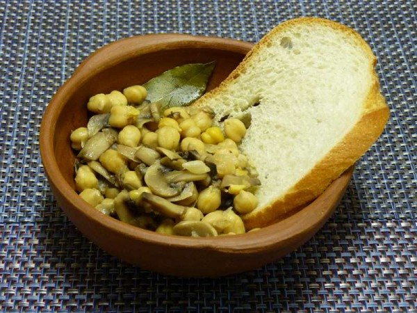 Mushrooms And Chickpeas Soup
