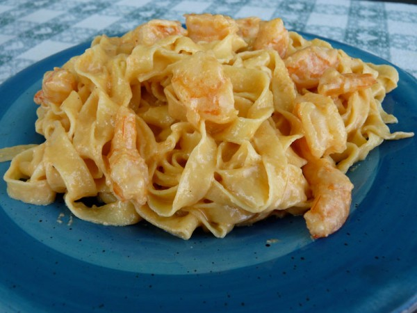 Fresh tagliatelle with creamy shrimp sauce