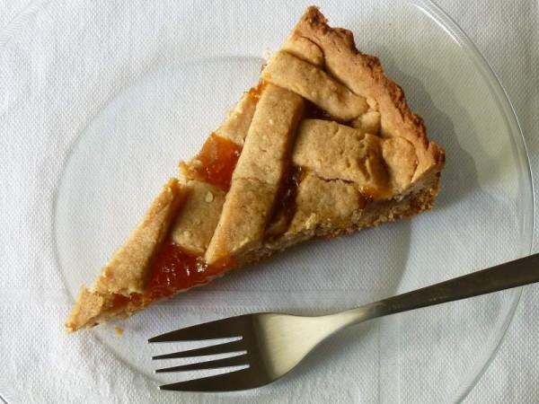Linzer Torte -Crostata alla cannella slice