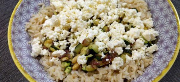 Riso con zucchine al forno, spinacini e feta
