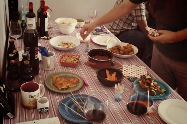 Il tavolo addobbato per il party
