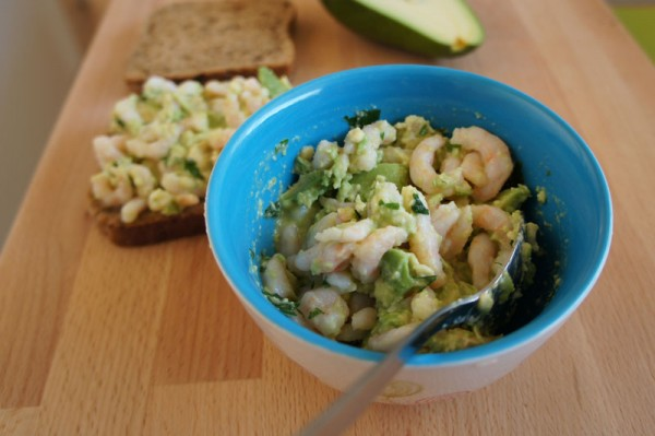 insalata di gamberetti e avocado