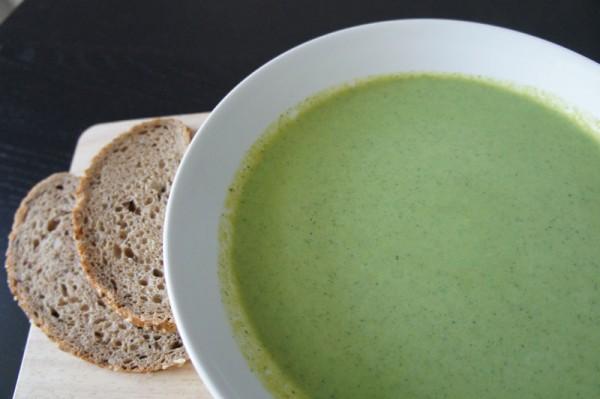 Ricetta Velluata Broccoli e pane integrale