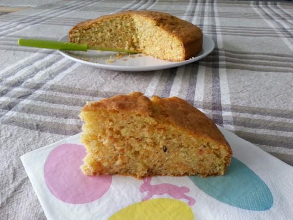 Fetta di Torta di Carote Dietetica Nocciole e Ginger